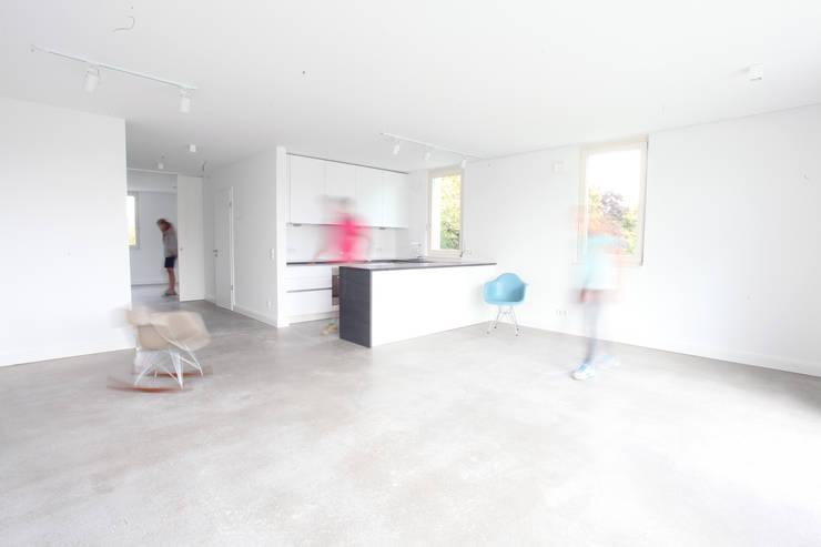 Loftartiger Wohn-Ess Bereich mit Küche:  Esszimmer von Neugebauer Architekten BDA