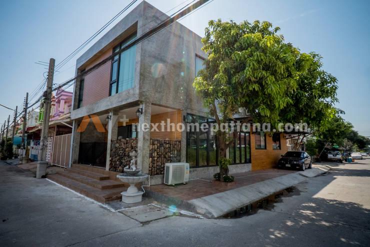 Exterior House Design:   by บริษัท เน็กซ์โฮมพัฒนา จำกัด