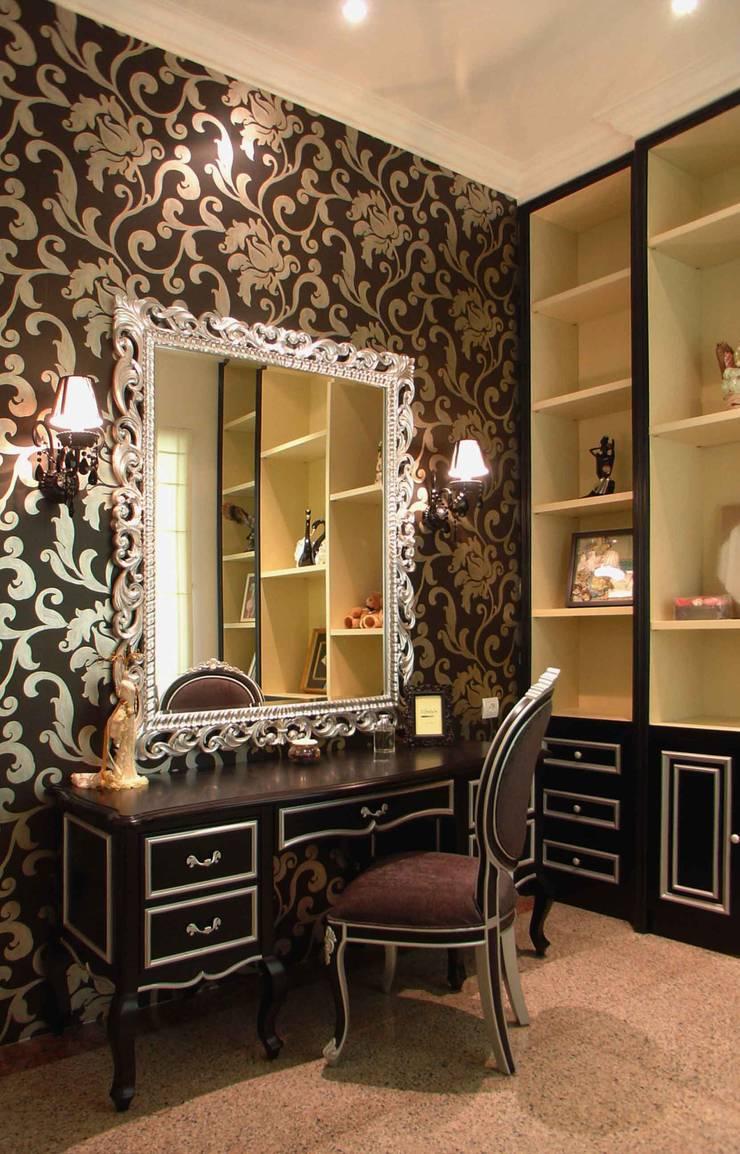 Dressing table:  Kamar Tidur by Kottagaris interior design consultant