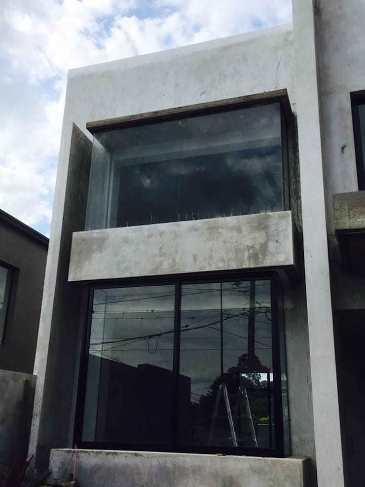 Casa Yerba Buena - RN: Ventanas y puertas de estilo  por Abertuc