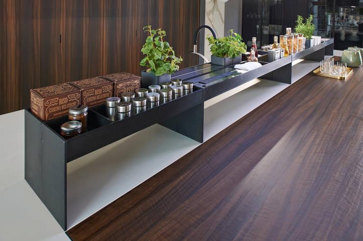 DETALLES MARCA PEDIN : Cocinas equipadas de estilo  por ARTE CUCINE/ PEDINI SAN ANGEL