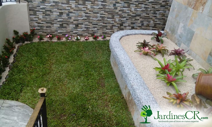 Diseño y Decoración de Jardines: Jardín de estilo  por JardinesCR