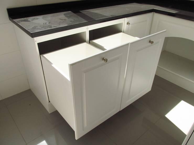Cajón tolva para ropa: Cocina de estilo  por ABS Diseños & Muebles