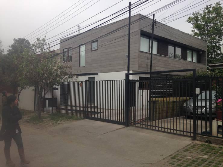 CASA BARTOLOME SHARP: Casas de estilo  por [ER+] Arquitectura y Construcción