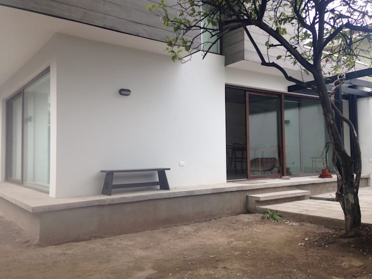 CASA BARTOLOME SHARP: Terrazas  de estilo  por [ER+] Arquitectura y Construcción