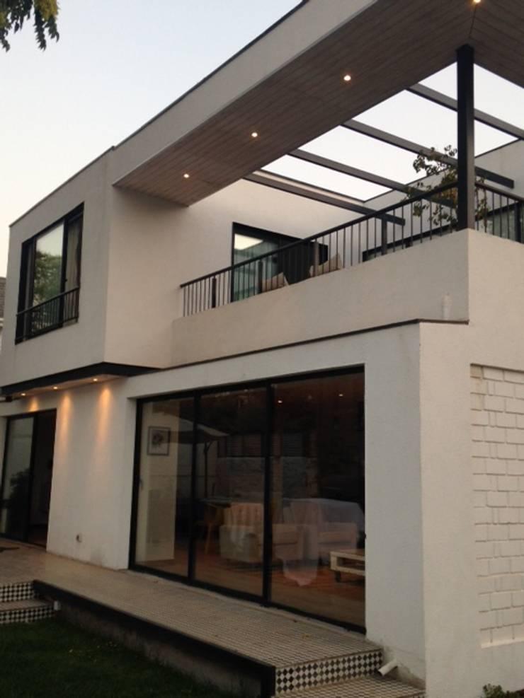 CASA BELLO HORIZONTE: Casas de estilo  por [ER+] Arquitectura y Construcción
