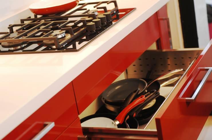 Cajón porta ollas.: Cocina de estilo  por ABS Diseños & Muebles