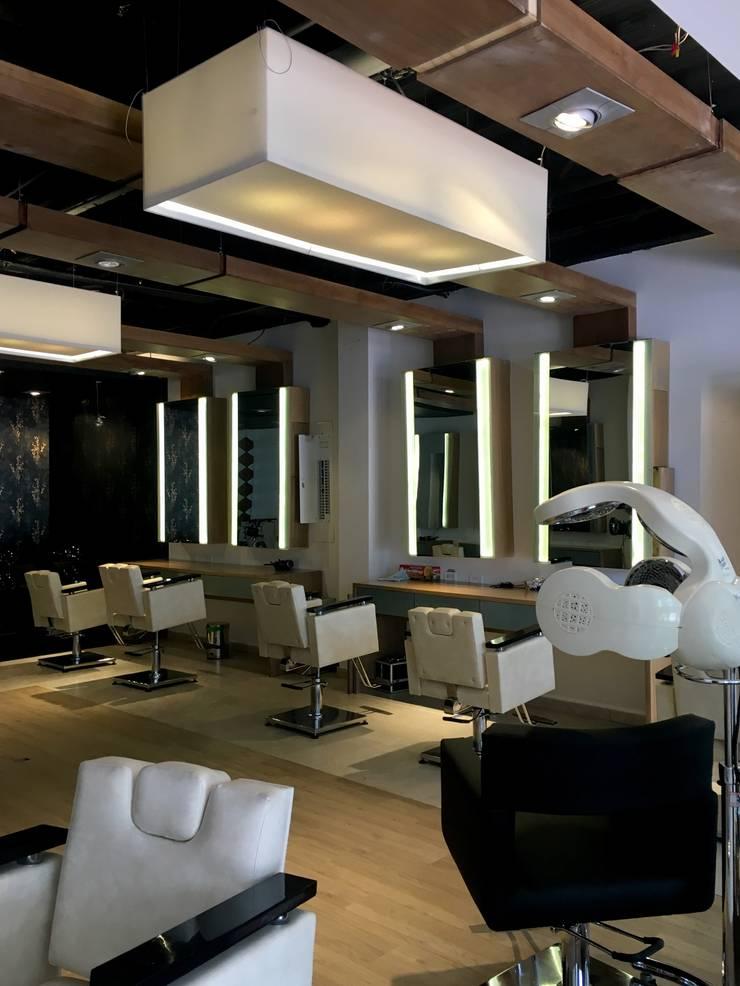 Blond Salón: Espacios comerciales de estilo  por Integra Proyectos