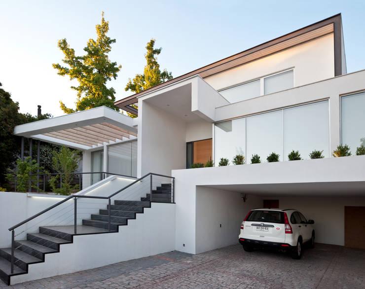 CASA CARREÑO: Casas unifamiliares de estilo  por [ER+] Arquitectura y Construcción