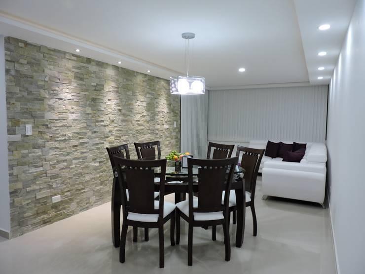 Salas / recibidores de estilo  por ibercons Arquitectura+Diseño