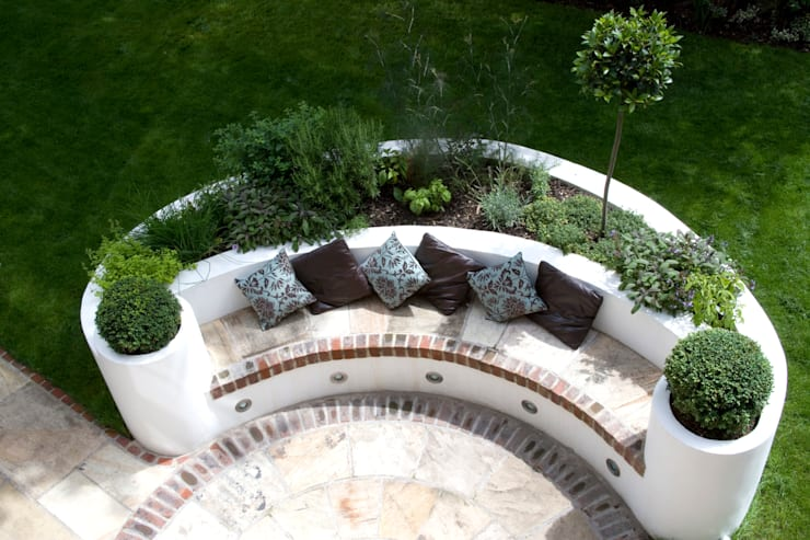 Raised bed:  Garden by Earth Designs