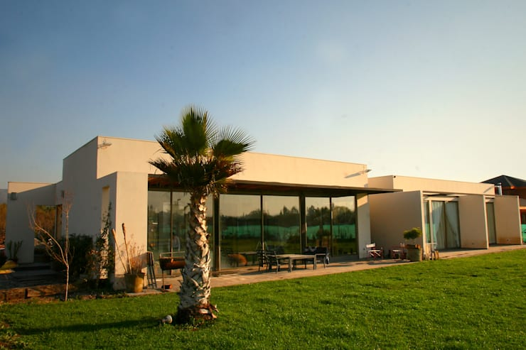 CASA FUENZALIDA: Casas de estilo  por [ER+] Arquitectura y Construcción