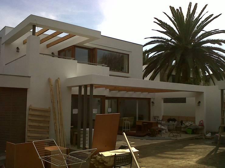 Terrazas de estilo  por [ER+] Arquitectura y Construcción