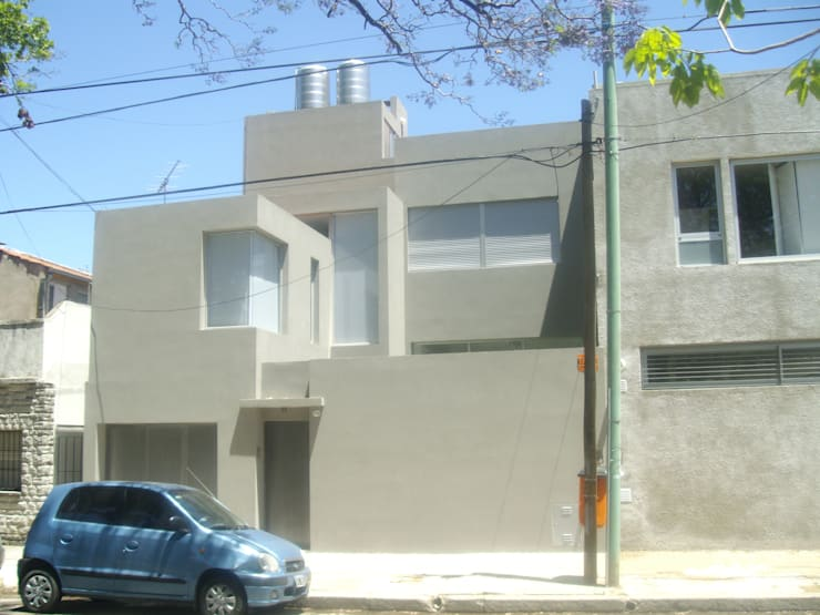 Fachada casa urbana: Casas unifamiliares de estilo  por NG Estudio,