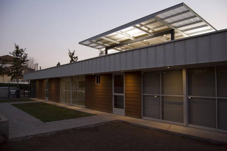 ESCUELA ESPECIAL INTEGRAL <q>ANGELITOS VERDES 1</q>: Escuelas de estilo  por [ER+] Arquitectura y Construcción