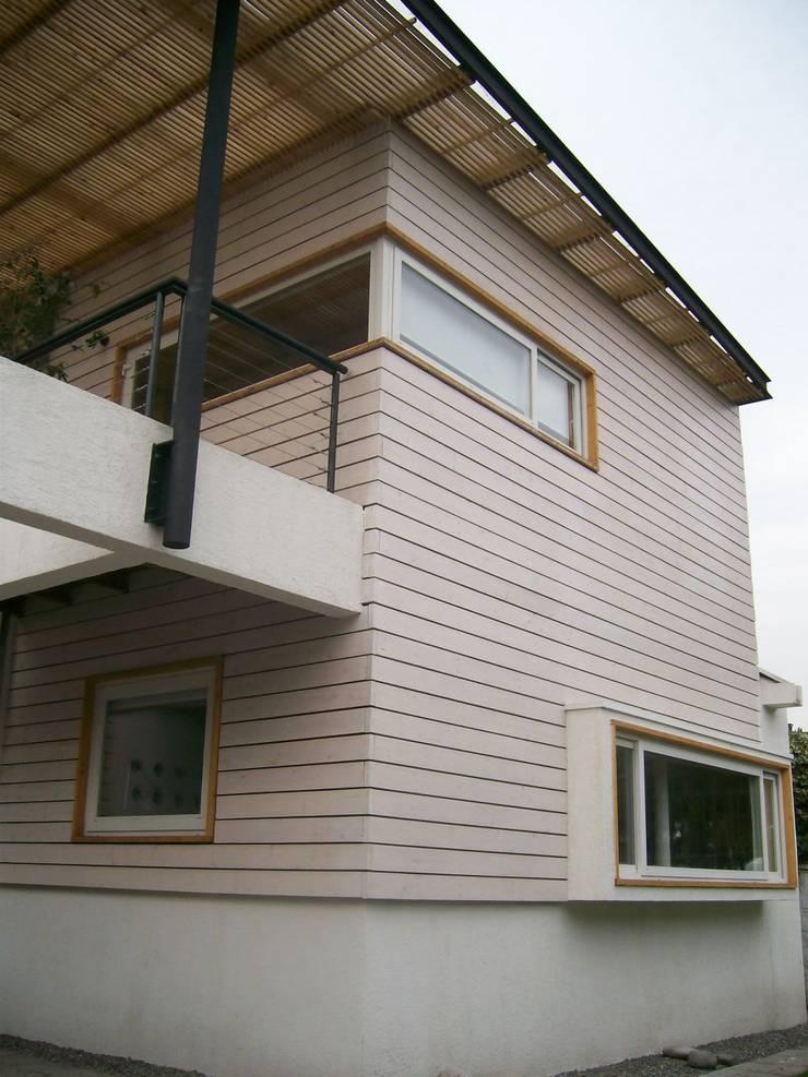 CASA GUMUCIO: Casas de estilo  por [ER+] Arquitectura y Construcción