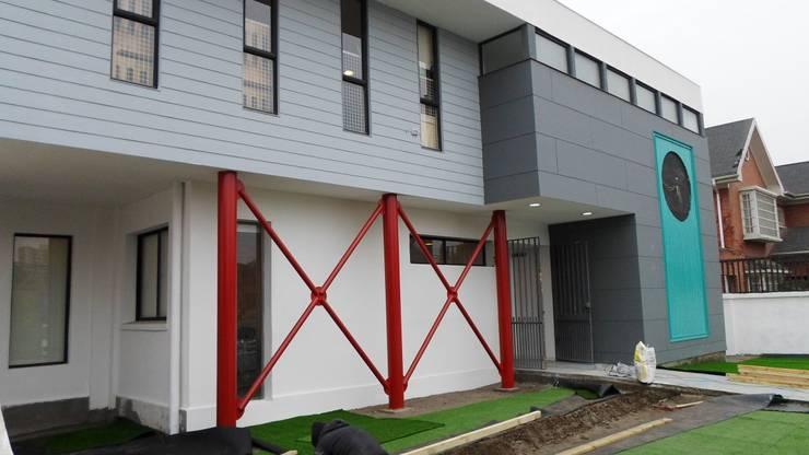 JARDIN INFANTIL <q>PEQUEMUNDO</q>: Escuelas de estilo  por [ER+] Arquitectura y Construcción