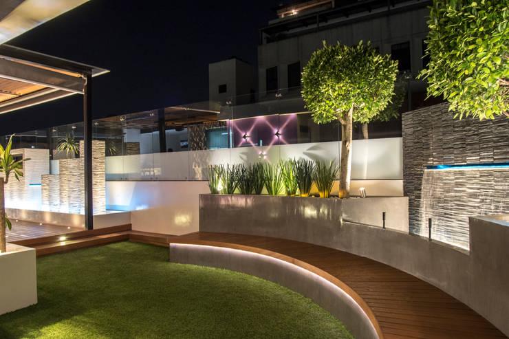 Cubic White: Jardines de estilo  por STUDIO COCOONS