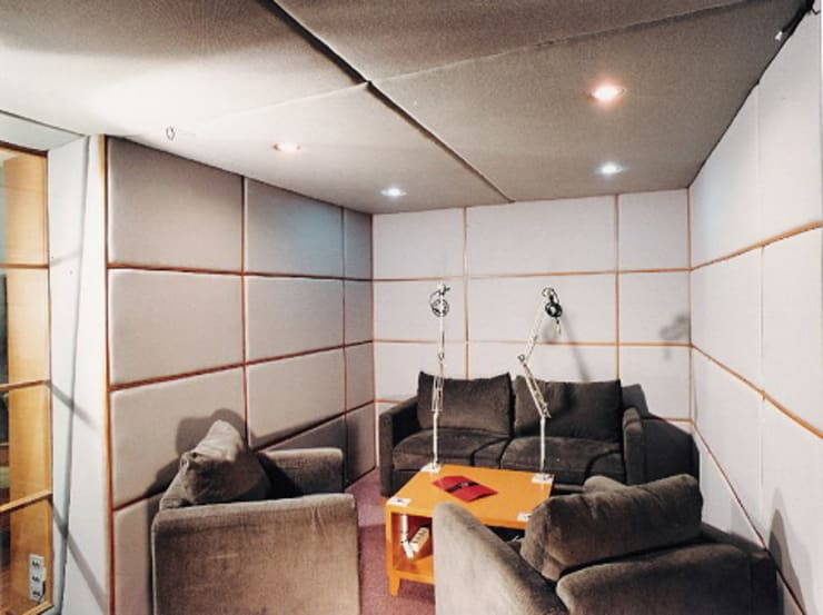 interview room: modern Living room by sigmaDKNP