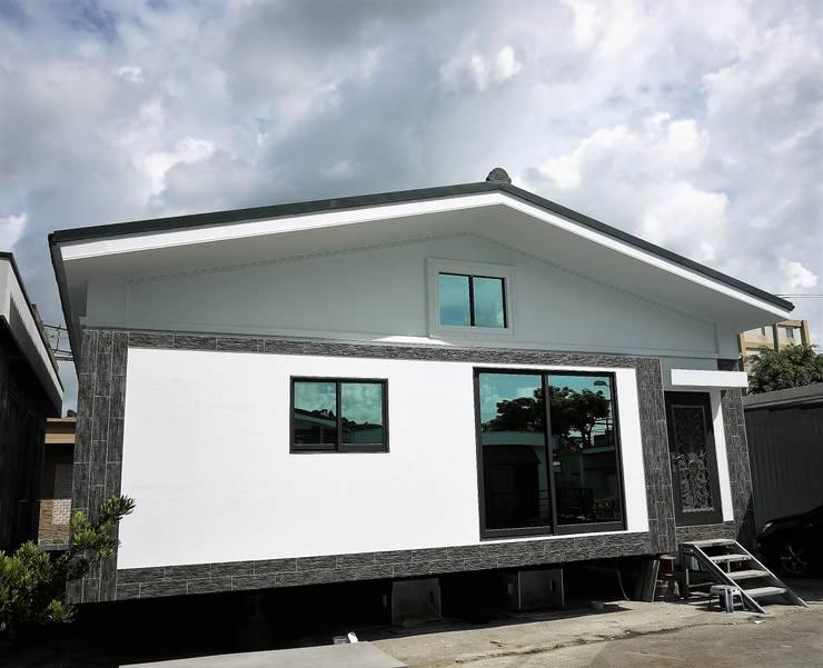 Casas de estilo  por 築地岩移動宅