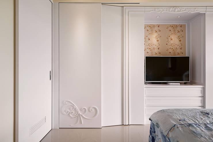 主臥衣櫃 設計:  臥室 by 趙玲室內設計