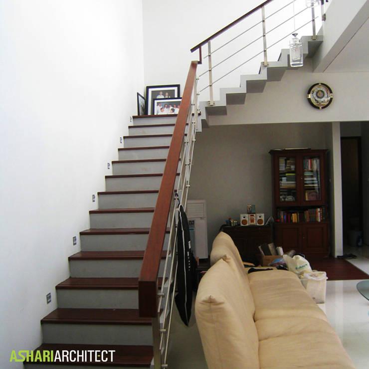 Kalibata House:  Koridor dan lorong by Ashari Architect