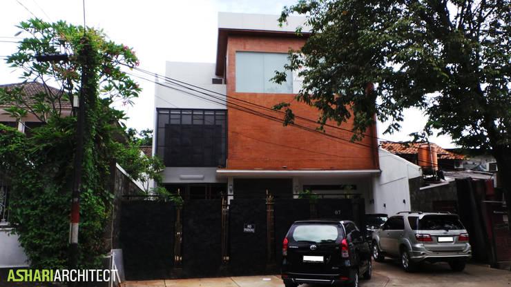 Art Gallery:  Rumah by Ashari Architect