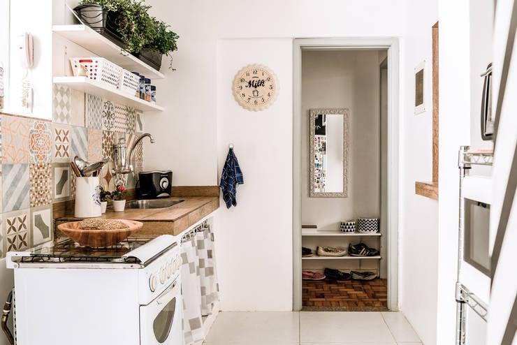 廚房 by INTERIOR - DECORAÇÃO EMOCIONAL