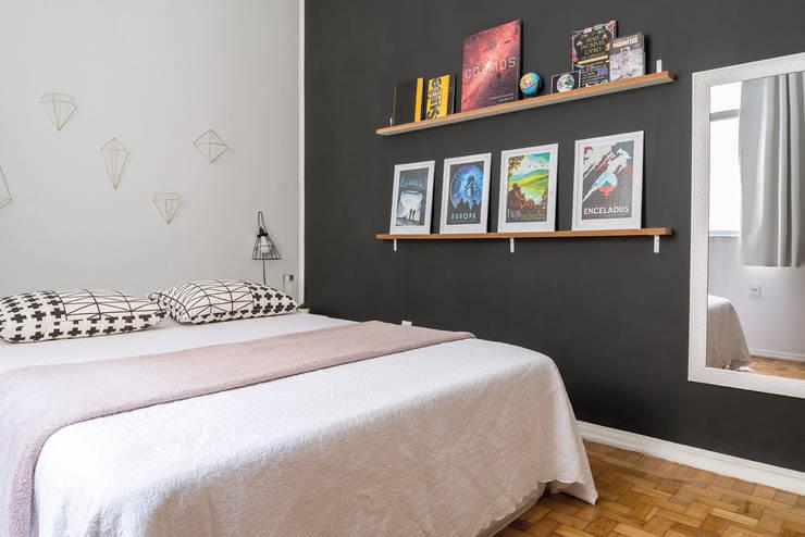 Dormitorios de estilo ecléctico por INTERIOR - DECORAÇÃO EMOCIONAL