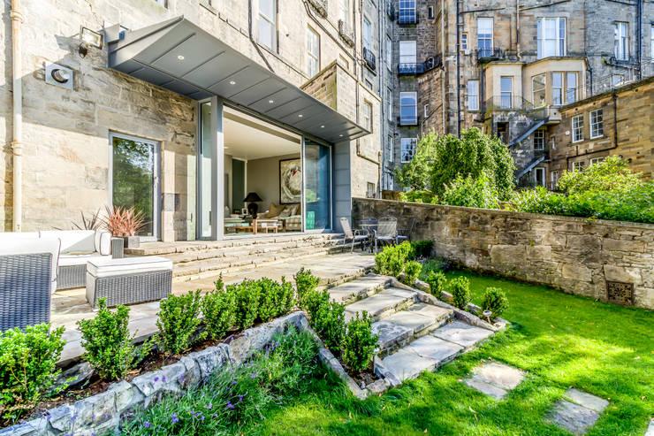 Projekty,  Dom szeregowy zaprojektowane przez Capital A Architecture