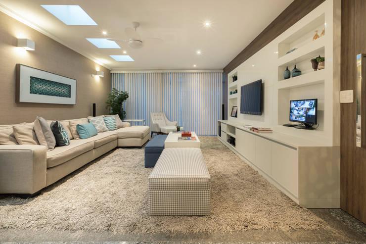 Salas / recibidores de estilo  por Maluf & Ferraz interiores