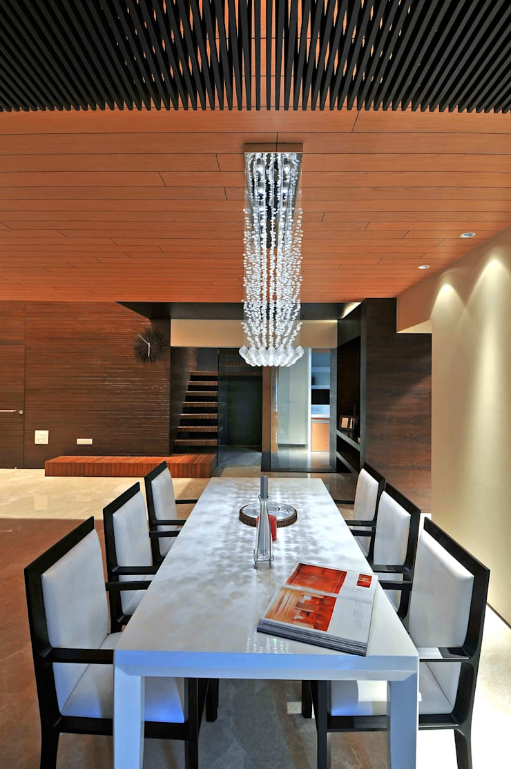 Ozone Penthouse: modern Dining room by SM Studio