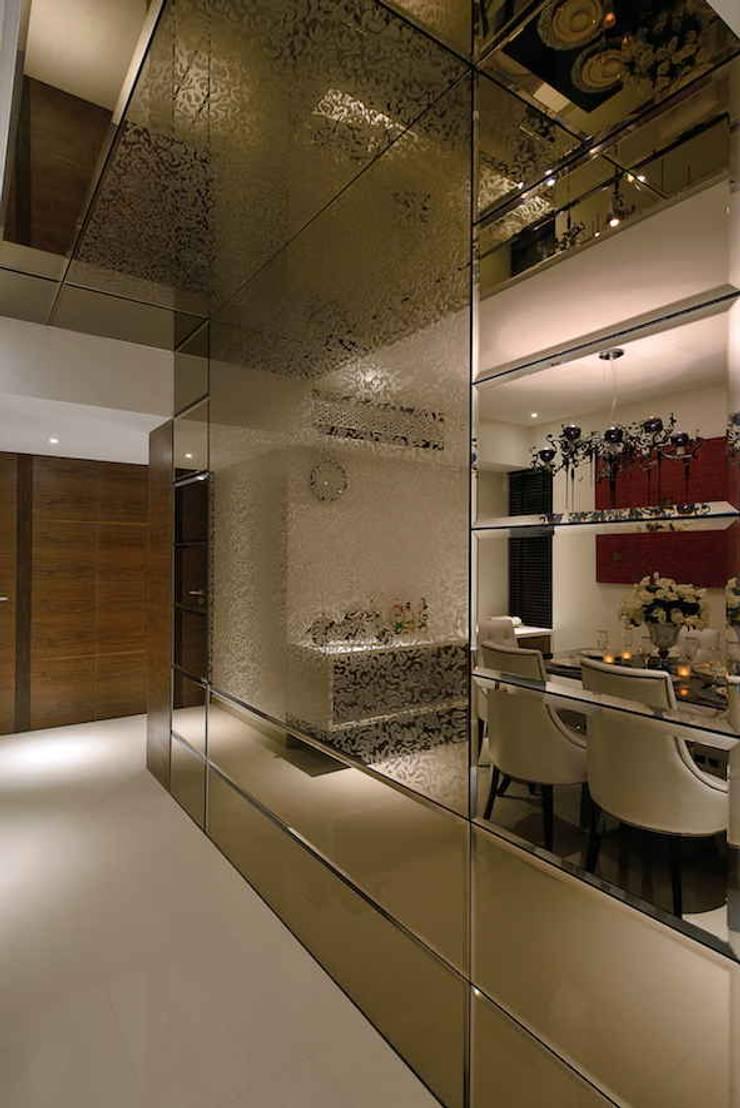 Heera High Life:  Corridor & hallway by SM Studio