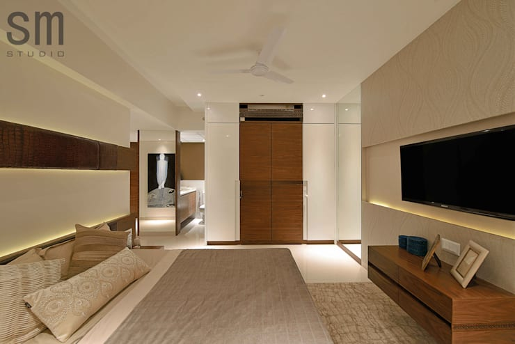 Heera High Life: modern Bedroom by SM Studio