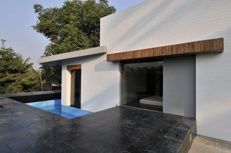 Dahanu Farmhouse: modern Houses by SM Studio