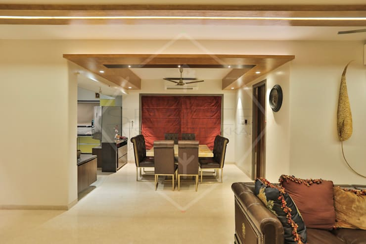 Capital Green - 3:  Dining room by SPACCE INTERIORS