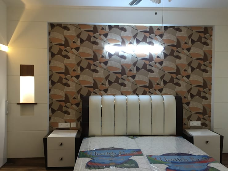 Residential Interiors:  Bedroom by Radian Design & Contracts,