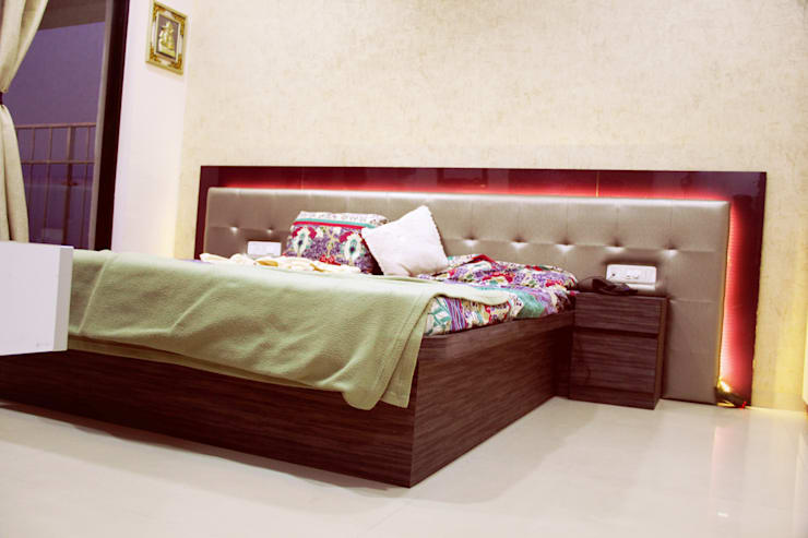 Nill Hills, Pune:  Bedroom by Finch Architects