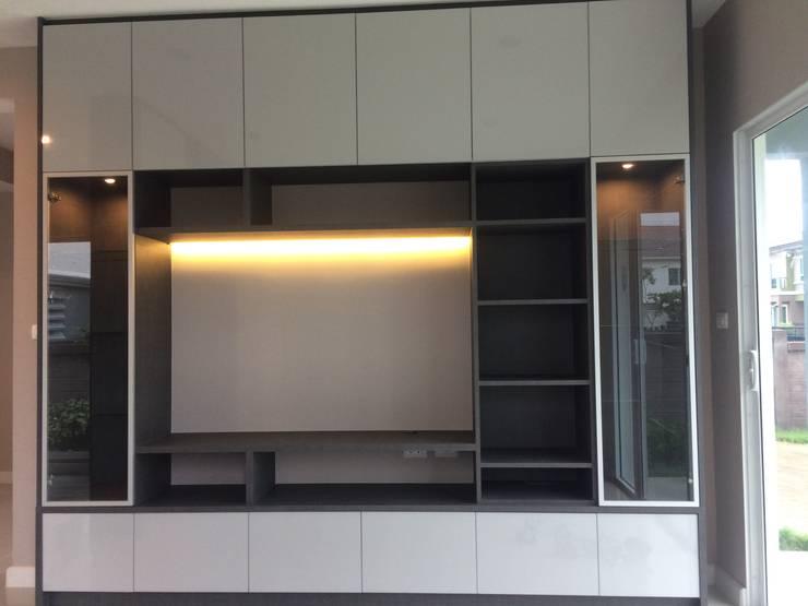 Ruang Keluarga by pyh's interior design studio