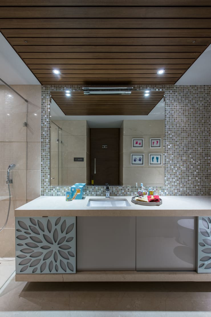 Apartment in Juhu:  Bathroom by Rakeshh Jeswaani Interior Architects,Eclectic
