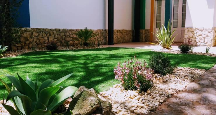 Relva Artificial: Jardins  por JARDIMGARVE