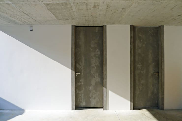 Wooden doors by AD+ arquitectura