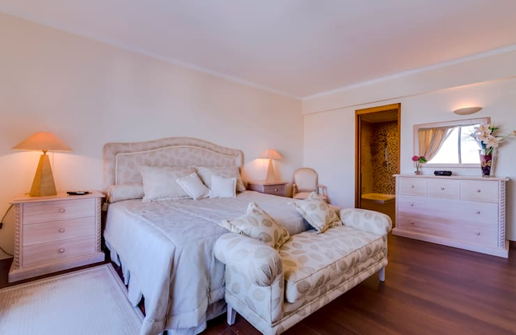 Luxuoso Apartamento na Marina Vilamoura – Luxury Apartment in Vilamoura Marina: Quartos  por Ivo Santos Multimédia,