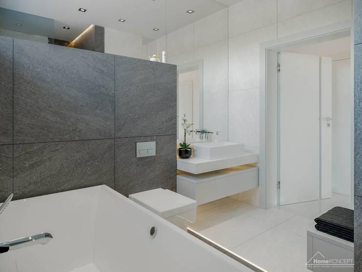 Ванные комнаты в . Автор – HomeKONCEPT   Projekty Domów Nowoczesnych