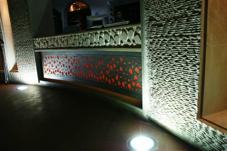 on wood:  مكاتب العمل والمحال التجارية تنفيذ SIGMA Designs
