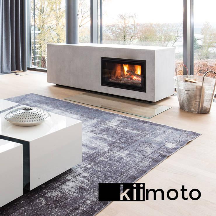 .kii3 | kiimoto - Kaminofen vor Fenster:  Wohnzimmer von kiimoto kamine