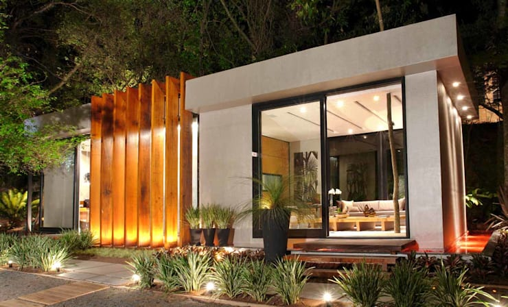 Pavilhão da Rádio CBN: Portas de correr  por Izilda Moraes Arquitetura