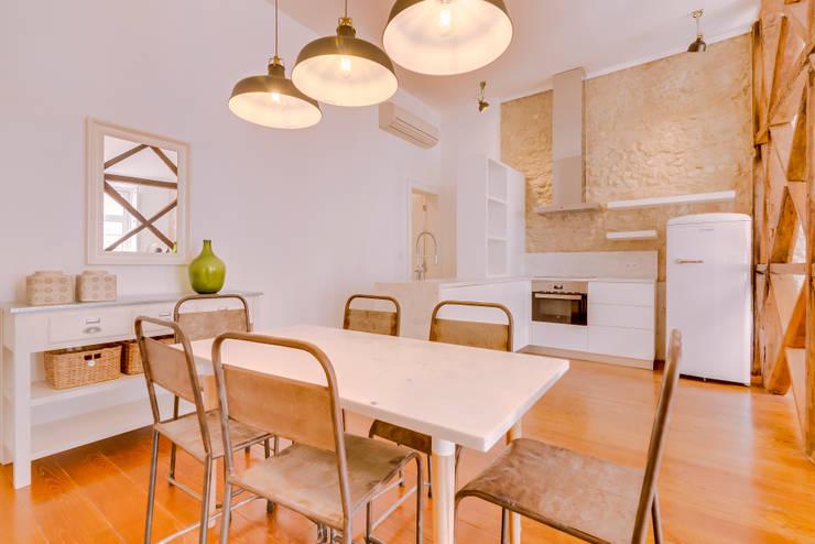 Apartamento Rua Boavista / Lisboa - Apartment in Rua Boavista / Lisbon: Salas de jantar  por Ivo Santos Multimédia