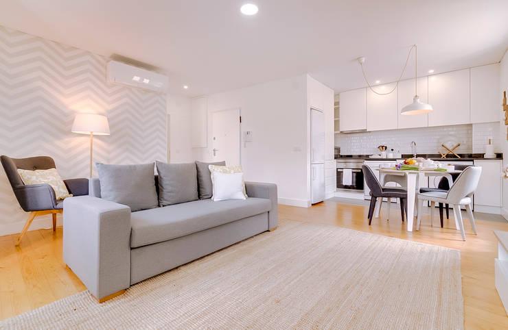 Apartamentos Alfama / Lisboa - Apartments in Alfama / Lisbon: Salas de estar modernas por Ivo Santos Multimédia