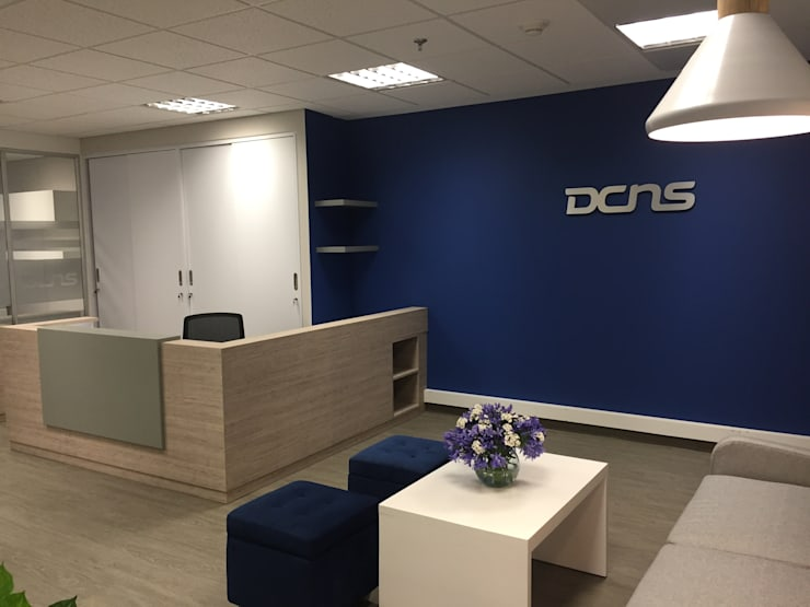 Offices & stores by Obras Son Amores